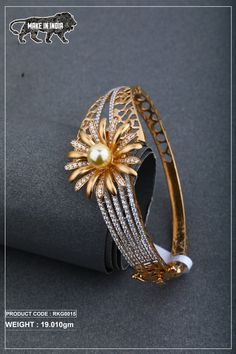 Jewelry Design Earrings, Gold Jewellery, Jewelry Art, Antique Jewelry, Fashion Jewelry, Diamond Bangle, Diamond Pendant, Diamond Jewelry, Gold Ring Designs