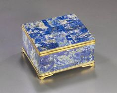 A LAPIS LAZULI VENEERED TABLE CIGARETTE BOX