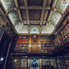 Benim (hayalimdeki) kütüphane. Ya evde kitaplık 2 metre önümde aldığım kitabı yerine koymaya üşeniyorum ben burdan kitap almaya bile üşerim. Artık ayakta okunduğu kadar. by mustafasancak4
