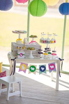 Easter Dessert Table for Kids :: The TomKat Studio for HGTV http://www.thetomkatstudio.com/hgtveasteregghunt/