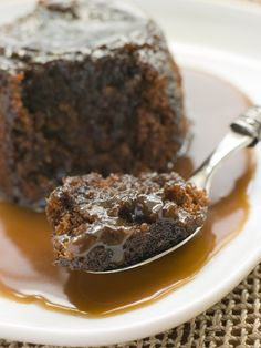 Slow Cooker Chocolate Bread Pudding with Caramel Sauce--a perfectly gooey treat ready in 3-4 hours! #slowcooker #chocolate #breadpudding