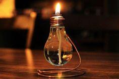 Siete abituati a buttare le lampadine esauste? Niente di più sbagliato, per il semplice fatto che sono rifiuti in più che vengono rilasciati nell'ambiente e anche perché, per fortuna, esiste la possibilità di riciclarle in perfetto stile Shabby Chic.
