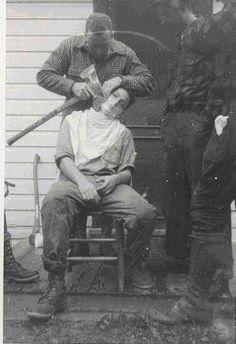 In tijd van nood moet je je scheren met de bijl. Lumberjacks Shaving axe. sexy.