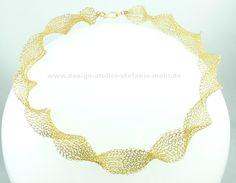 wire crochet necklace brass wire / gestrickte Halskette aus Messingdraht gesehen auf www.facebook.com/design.atelier.stefanie.mohr