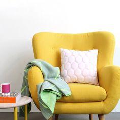 Nèt binnen: fauteuil Otis! Vanaf 387.- en is er ook in een model met lagere rug en als bankje. In verschillende kleuren verkrijgbaar #happygeel #voltstudio