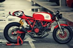 Ducati GT1000 - Heavily customized by Radical Ducati. The only thing this has in common with a stock GT1000 is the engine, although they replace the wet clutch with a dry clutch. These guys are some crazy Italians.