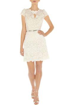 Vestido de encaje blanco con manga corta en Vogue C Shop