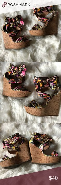 Gorgeous 🌷Floral 🌷Bow Wedges Floral satin material. Enclosed back zipper Bow wedges size 10. Normal wear all around but still in great wearable condition. I wish they fit me because they are ADORABLE😍 Shoes Wedges