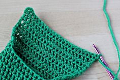 How to Make Simple Crochet Slippers « Crafts « Zoom Yummy – Crochet, Food, Photography Easy Crochet Socks, Crochet Stitches Free, Crochet Slipper Pattern, Easy Crochet Patterns, Knit Crochet, Crochet Food, Green Slippers, Felted Slippers, Crochet Slippers