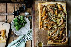 Tarte mit Birne, Gorgonzola und Nüssen | http://eatsmarter.de/rezepte/tarte-mit-birne-gorgonzola-und-nuessen