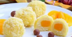 Ingredients: curd — 500 g Sugar — 4 tbsp Eggs — 2 pcs. semolina — 6 tablespoons flour — 2 tbsp Peach (syrup) — 250 g corn sticks — 3 packs vanillin — to taste processed cheese (Chocolate) — to taste Curd «Sunshine Quick Easy Desserts, Easy Meals, Easy Recipes, Bolet, Peach Syrup, Good Food, Yummy Food, Cheese Ball, Cheesecake