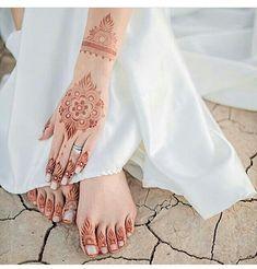 Professional Bridal's Mhendi Design - New Mhendi Designs Eid Mehndi Designs, Modern Mehndi Designs, Mehndi Design Pictures, Mehndi Patterns, Mehndi Images, Henna Tattoo Hand, Henna Art, Arabic Henna, Mehedi Design
