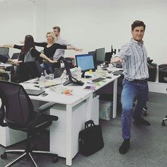 #Repost @workitlondon : Be a Warrior, not a worrier. #deskyoga at Doddle HQ @theofficegroup #yoga #yogi #stressfree #focus #rejuvenate #feelgood #pose #posture #warrior #move #flow #mobility #doddle #workspace #wellness #workit #london #Doddle #toglife #offices #coworking #whitechapel #community