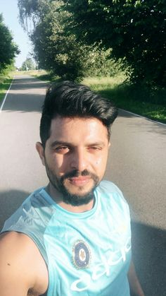 Suresh Raina in Blue Sleeveless T-Shirt Icc Cricket, Cricket Score, Cricket Match, India Cricket Team, Actor Photo, New Zealand, Gentleman, Actors, Mens Tops