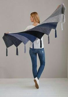 Fan cloth as Wingspan variant - Stricken , Fächertuch als Wingspan Variante Fan cloth as Wingspan version - free knitting instructions Stricken. Knitted Shawls, Crochet Scarves, Crochet Shawl, Knit Crochet, Crochet Afghans, Crochet Baby, Poncho Knitting Patterns, Shawl Patterns, Free Knitting