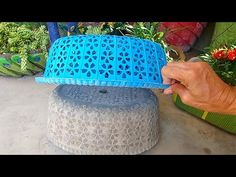 Amazing Peacock Design Showpiece - Woolen Showpiece Making Idea - Woolen art and craft ideas - Free Online Videos Best Movies TV shows - Faceclips Diy Cement Planters, Cement Flower Pots, Cement Art, Concrete Pots, Concrete Crafts, Concrete Projects, Concrete Garden, Polished Concrete, Pot Jardin