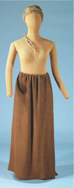 Recreation of the woven skirt Borremose woman was wrapped in. Borremose bodies (Bor-EM-oh-SA) is the collective name for three bog bodies found in the Borremose peat bog in Himmerland, Denmark 1900 Clothing, Bog Body, Viking Age, Iron Age, Trends, Historical Costume, Skort, Vikings, Culture