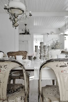 Dining room Whitewashed Shabby chic French country rustic Swedish decor idea