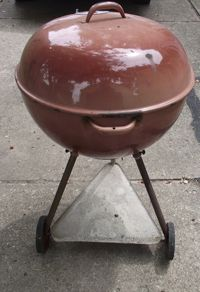 Looking to determine the age of your Weber Kettle? This page is a collaborative effort put forth by the club founders - owners of vintage W Weber Bbq, Weber Grills, Weber Charcoal Grill, Weber Kettle, Grill Sale, Grilling Tips, Barbecues, Outdoor Decor, Outdoor Living