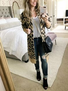 38 Classy Leopard Print Outfits Ideas - Creature prints are abundantly loved for their bolder intrigue. They are known to be very flexible, that is, you can wear them through all seasons. Leopard Cardigan Outfit, Leopard Print Outfits, Cardigan Outfits, Chambray Outfit, Leopard Boots, White Cardigan, Outfits Otoño, Casual Skirt Outfits, Cool Outfits