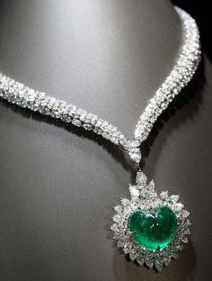 Diamond and Emerald Cartier Necklace. Emerald Jewelry, Gems Jewelry, Bling Jewelry, Diamond Jewelry, Vintage Jewelry, Emerald Necklace, Emerald Gemstone, Women Jewelry, Bijoux Design