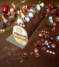 Christmas is coming soon ! 🎄 🎅 I propose you a recipe of a vanilla Bavarian mousse, a pear insert, a crunchy praline and a hazelnut biscuit, all cover. Easy Cookie Recipes, Candy Recipes, Vegan Recipes 4 Ingredients, Hazelnut Cookies, Pink Birthday Cakes, Log Cake, Food Log, Box Cake Mix, Fancy Desserts