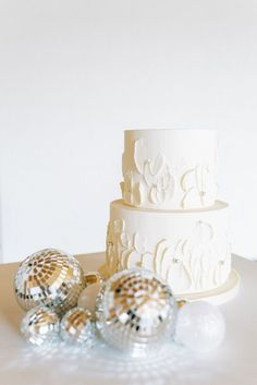 What could be sweeter on New Years Eve than an elopement surrounding the idea of new beginnings?! Our answer is a resounding, nothing! Dream Of Getting Married, Traditional Wedding Attire, Creative Wedding Cakes, New Years Eve Weddings, Vine Design, Nontraditional Wedding, Wedding Desserts, Elopements, Holiday Festival