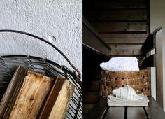 Kuluneen mökkisaunan muutos pelkällä pintakäsittelyllä   Local Artisan Sauna Ideas, Artisan, Villa, Cottage, Farmhouse, Bath, Summer, Summer Time, Cottages