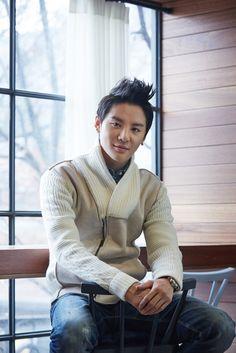 http://jyj3.net/2013/12/05/news-131205-kim-junsu-hard-to-express-a-realistic-characterused-my-imagination/