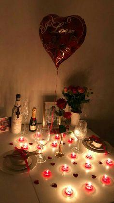 Romantic Dinner Tables, Romantic Dinner Setting, Romantic Date Night Ideas, Romantic Dinners, Birthday Surprise Boyfriend, Valentines Gifts For Boyfriend, Valentines Diy, Romantic Room Surprise, Romantic Birthday