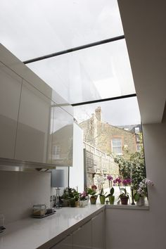 A kitchen extension from inside, with a roof light Glass Extension, Extension Ideas, Extension Designs, Side Return Extension, Diy Roofing, Interior Architecture, Interior Design, Roof Styles, Victorian Terrace