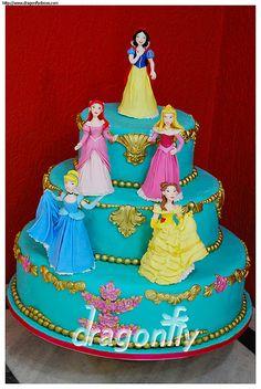 Princess Cake - Bolo Princesas   by Dragonfly Doces
