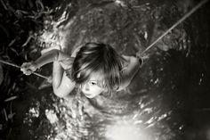 Alain Laboile est un photographe bordelais autodidacte qui a commencé la photographie à 36 ans lorsqu\\\'il a eu son premier appareil photo compact en 2004.Aujourd\\\'hui, Alain Laboile est connu mondialement pour ses photos de famille en noir et blanc.Papa de 6 enfants, ce photographe s\\\'inspire de sa famille pour réaliser ...