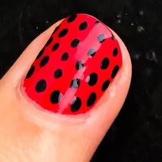 Mis uñas   My  nails  #lourdesvarela #nails #nail #nailpolish #red #black #fashipn #hippie #hippiechoc #nature #galiciainstagram #boho #bohemian #bohochic #nailart #galicia #mariquita #ladybug #beauty #insect by lourdes.style