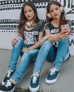 Youtubers, Poses, T Shirt, Fashion, Beautiful Little Girls, Cool Things, Tumblr Outfits, Bedroom, Celebrity