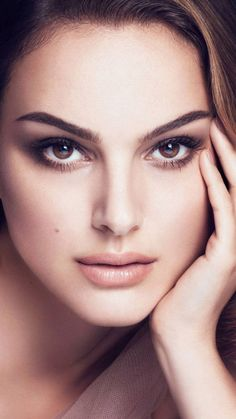 Beauty In Portrait Natalie Portman, Beautiful Eyes, Beautiful Women, Beauty Tips For Girls, Actrices Hollywood, Celebrity Portraits, Actor Model, Great Hair, Famous Faces