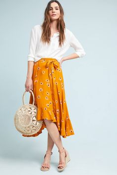 This is my favorite outfit for Spring! Yellow Skirt Outfits, Printed Skirts, A Line Skirts, Midi Skirts, Skirt Fashion, Spring Fashion, Spring 2018 Fashion Trends, Style Inspiration, My Style