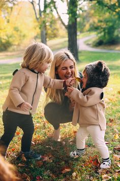Our Special Spot + From The Heart Series: Patience + Happiness - Barefoot Blonde by Amber Fillerup Clark Cute Family, Family Goals, Mommy And Me, Mom And Dad, Nate Gossip Girl, Family Photography, Photography Poses, Amber Fillerup, Barefoot Blonde