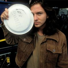 Discover images and videos about Eddie Vedder from all over the world on We Heart It. Music Is My Escape, Music Love, Mookie Blaylock, Pearl Jam Eddie Vedder, Temple Of The Dog, The Jam Band, The Best Revenge, Riot Grrrl, Alice In Chains