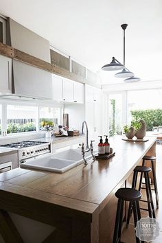 10 classic kitchens you will love forever - Home Beautiful Kitchen Benches, Rustic Kitchen, New Kitchen, Kitchen Dining, Kitchen Decor, Kitchen Ideas, Timber Kitchen, Kitchen Windows, Long Kitchen