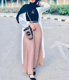 Hijab Turk 2019 et Style Moderne - Hijab Fashion and Chic St Hijab Fashion Summer, Modest Fashion Hijab, Modern Hijab Fashion, Muslim Women Fashion, Modesty Fashion, Hijab Fashion Inspiration, Islamic Fashion, Abaya Fashion, Hijab Chic