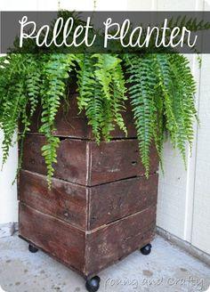Pallet Planter http://www.youngancrafty.blogspot.com/2012/09/pallet-planter-tutorial.html#