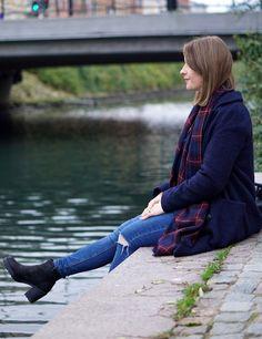 Navy coat from Envii and plaid scarf // Mørkeblå jakke fra Envii og ternet halstørklæde