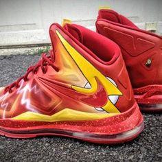 Mache unveils his latest pair of superhero-themed customs — the Nike LeBron X styled in the colors of The Flash. Best Sneakers, Custom Sneakers, Sneakers Nike, Nike Shoes Cheap, Nike Shoes Outlet, Cheap Nike, Lebron James, Lbj Shoes, Best Basketball Shoes