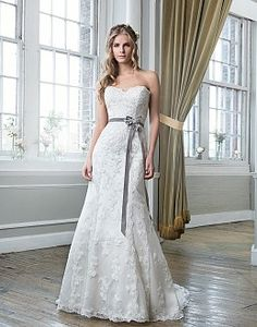Sultry and Chic Wedding Dresses   Lillian West 2016