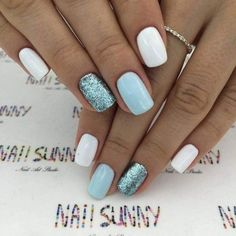 White pastel blue and glitter nails. Blanc bleu pastel et ongles brillants. Ongles modernes et chics Chic ongles courts. Cute Acrylic Nails, Glitter Nail Art, Acrylic Nail Designs, Nail Art Designs, Nails Design, Nail Art Blue, Glitter Nail Designs, Shellac Nails Glitter, Short Nails Shellac