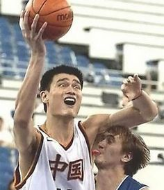 15 Embarrassing Moments in Sports (funny sports pics, funny sports pictures) - ODDEE the guy is like ahhh thats cold Funny Basketball Pictures, Basketball Funny, Embarrassing Moments, Funny Moments, Sports Fails, Sports News, Perfectly Timed Photos, Perfect Timing, Sports Photos