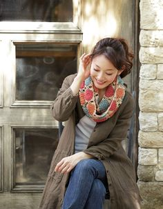 Gorgeous puff stitch scarf. Free pattern by Pierrot. Chart here http://www.gosyo.co.jp/img/acrobat/213fw/21.pdf