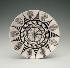 black and white zentangle plate Sharpie Plates, Sharpie Art, Ceramic Plates, Porcelain Ceramics, Doodles Zentangles, Zentangle Patterns, Pottery Painting, Ceramic Painting, Crackpot Café