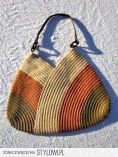 Hand-made woven purse with beautiful creme, burnt orange and olive green pattern. One dark brown vinyl handle. Has a magnetic snap for closure and Crochet Shell Stitch, Crochet Tote, Crochet Handbags, Crochet Purses, Knit Or Crochet, Handmade Handbags, Handmade Bags, Crochet World, Purse Patterns